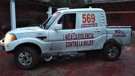 Piloto nacional brandeó su camioneta con mensajes contra la violencia a la mujer