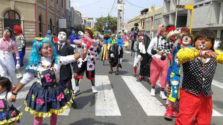 Unos 150 payasos de Chiclayo se ponen serios por un día… para hacer un pedido