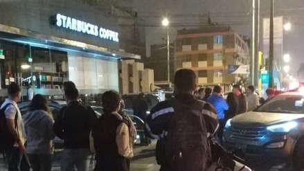 Tres delincuentes fueron capturados tras asaltar en Starbucks de Surco