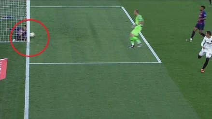 Barcelona vs. Valencia: la increíble salvada de Piqué en la raya tras blooper de Lenglet