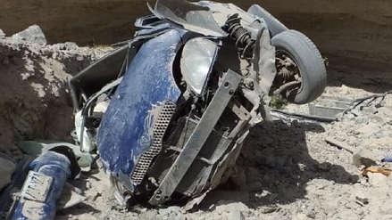 Arequipa | Cuatro muertos y un herido dejó la caída de un auto a barranco