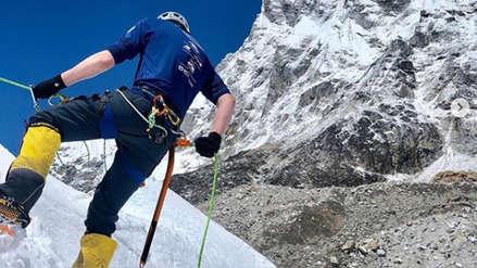 Montañista británico que murió en el Everest advirtió el riesgo del hacinamiento para llegar a la cumbre