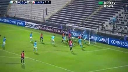 ¡De lo que se salvó Sporting Cristal! Unión Española se perdió oportunidad de gol en la línea
