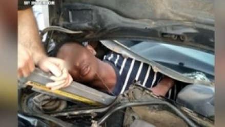 Un migrante africano se ocultó en la guantera de un auto para ingresar a Europa