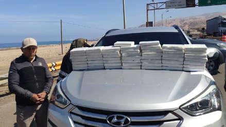 Incautan más de 50 kilos de droga en carretera de Arequipa