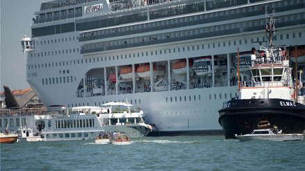 Pánico en Venecia: Un crucero chocó con un barco turístico y dejó cuatro heridos [VIDEO]