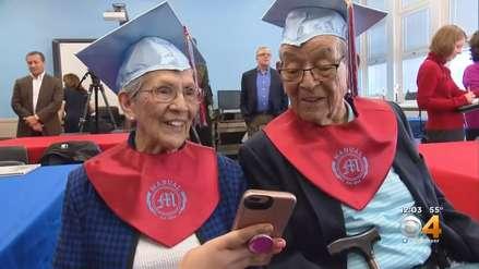 Dejaron el colegio por la guerra: Hermanos de 95 y 94 años lograron obtener su diploma de secundaria