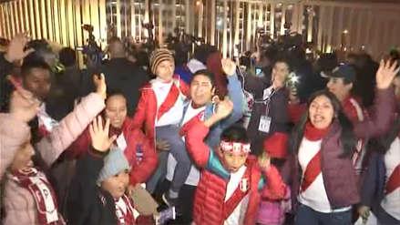 Así se vive la previa del Perú vs. Costa Rica en los exteriores del Estadio Monumental