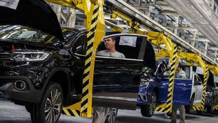 Actividad industrial de Argentina baja 8,8% interanual en abril y acumula un año de caídas