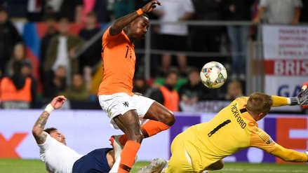 ¡Segundo blooper! Inglaterra ocasionó otro error y Holanda marcó su tercer gol