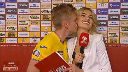 Jugador del Manchester City sorprendió a reportera y la besó en plena entrevista