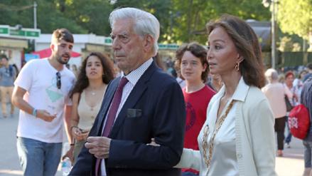 Mario Vargas Llosa e Isabel Preysler pasearon por la Feria del Libro de Madrid