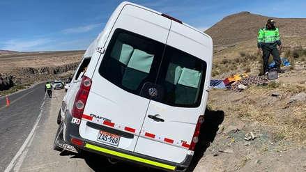 Accidente en vía Arequipa - Puno | Cuatro muertos por choque entre minivan y cisterna [Video]