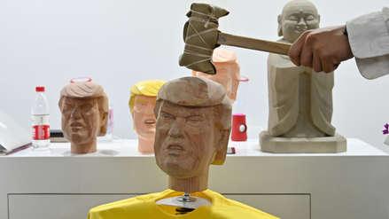 Golpear un maniquí de Donald Trump con un martillo, un remedio para el estrés en China