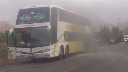 Pasajeros de bus se salvan de morir tras amago de incendio en la carretera Panamericana Sur  [Video]