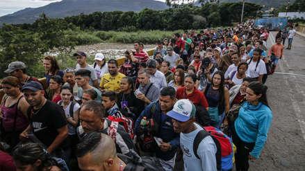 15 fotos de los venezolanos que buscan ingresar a Perú antes de la exigencia de pasaporte y visa