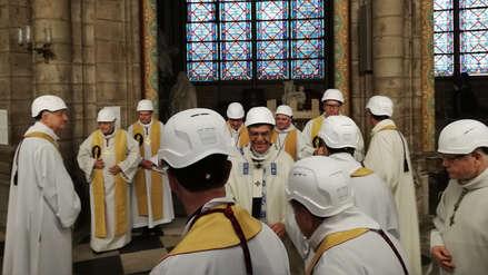 15 imágenes que dejó la primera misa en Notre Dame tras devastador incendio