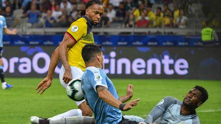 El blooper de la fecha: Arturo Mina anotó un autogol y selló el 4-0 a favor de Uruguay ante Ecuador