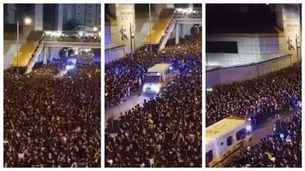 El impresionante video del mar humano que abrió paso a una ambulancia en protestas en Hong Kong