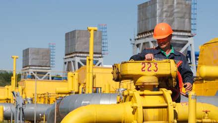 Bolivia y eléctricas peruanas firman acuerdo para vender su gas natural en el país