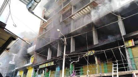 Bomberos controlaron incendio en galería