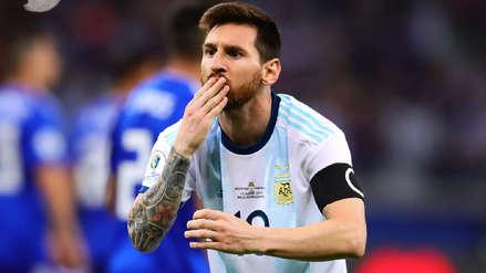 ¡Con dedicatoria! 12 imágenes de la celebración de Lionel Messi tras anotar de penal en el Argentina vs. Paraguay