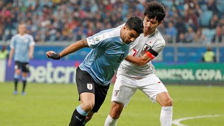 ¡Desde media cancha! Luis Suárez casi anota el primer gol en el partido entre Uruguay y Japón