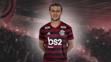 ¿Una señal del adiós? Rafinha le 'quitó' la camiseta a Miguel Trauco en Flamengo