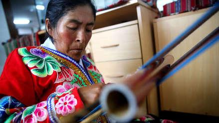 Artesana con discapacidad lucha por mantener la cultura viva y motivar a las mujeres de su comunidad a través del trabajo textil