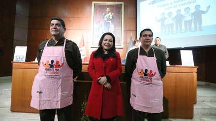 Las reacciones en el Congreso a la campaña de los 'Mandiles Rosados' del Ministerio de la Mujer