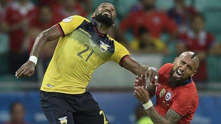 ¡Se llevó la roja! Gabriel Achilier fue expulsado por un codazo contra Arturo Vidal