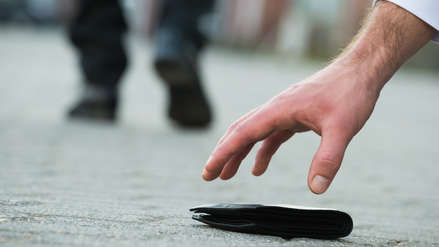 """La gente devuelve más billeteras """"perdidas"""" cuando hay más dinero en ellas, excepto en Perú y México"""