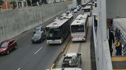 Usuarios del Metropolitano reportaron congestión en la vía exclusiva a la altura de Miraflores