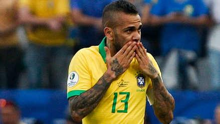 Dani Alves no es una opción para reforzar el FC Barcelona, según Mundo Deportivo
