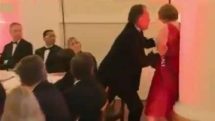 Secretario de Estado británico es suspendido por empujar y agarrar del cuello a una joven activista