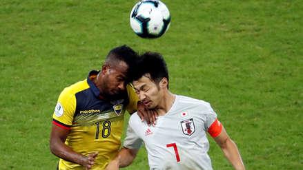 ¡Qué dolor! Jugadores de Ecuador y Japón chocaron cabezas al disputar un balón
