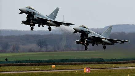 Dos aviones caza chocaron y cayeron en zonas pobladas de Alemania
