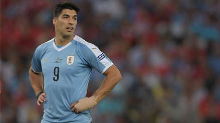 ¡Sólo tenía que patear! Luis Suárez se perdió el primer gol de Uruguay en el partido ante Chile