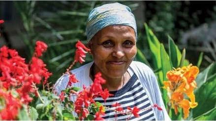 Mamitu Gashe, la mujer analfabeta que se convirtió en una cirujana reconocida internacionalmente