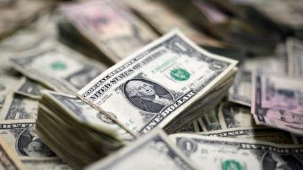 Dólar cae levemente a mitad de semana, ¿a cuánto cotiza?