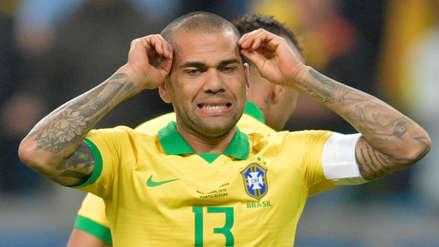 ¡Se lo perdió! Dani Alves casi abrió el marcador en el partido entre Brasil y Paraguay