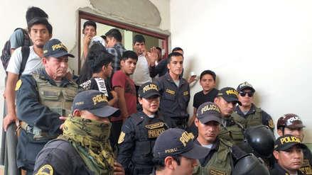 Chiclayo | Policías se enfrentan a universitarios durante elecciones del comedor estudiantil