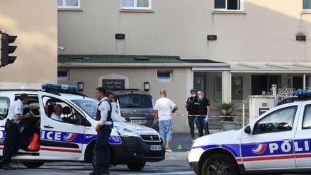 Tiroteo frente a una mezquita en Francia dejó dos heridos: el atacante se suicidó
