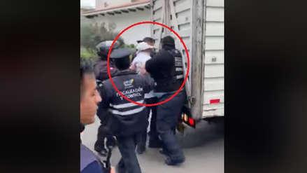 Miraflores: Fiscalizadores agreden a vendedor de empanadas al decomisar su carretilla [VIDEO]