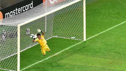 La gran atajada de Pedro Gallese par evitar el primer gol de Uruguay
