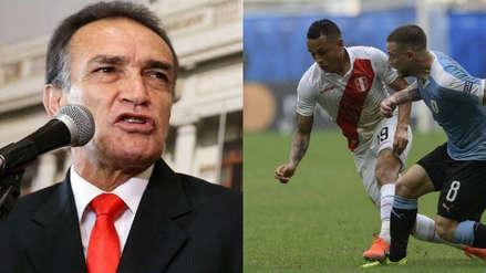 Héctor Becerril sorprendió con comentario del Perú vs. Uruguay y con pedido a Ricardo Gareca
