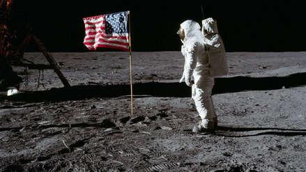 Traje lunar de Neil Armstrong se desintegra ante la impotencia de sus restauradores [VIDEO]