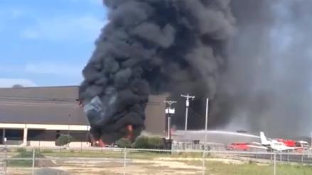 Murieron los diez pasajeros de un avión al estrellarse contra aeropuerto en Texas