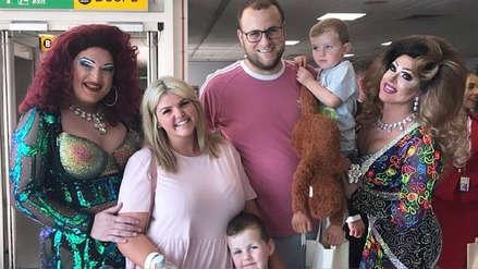 Una familia tomó un vuelo a Nueva York y cuando subió al avión se encontró con una 'Fiesta del Orgullo'