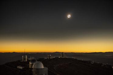 20 fotos que dejó el eclipse solar total alrededor del mundo